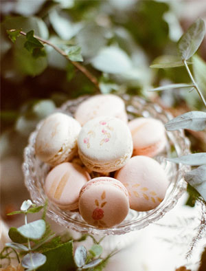 Styled-by-Amber-flowers-macaroons-pint-gold-pink-clush-glass